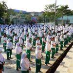 Indonesia: Hơn 1.000 học sinh, giáo viên và cán bộ Trường Phổ thông Teladan học Pháp Luân Công